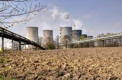 Fabrikschornsteine des Kraftwerks Stockfoto