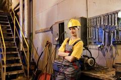 fabrikskvinnligarbetare Arkivbild