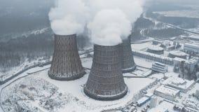 Fabriksrökförorening Den industriella lampglaset producerar smutsig smog i atmosfär lager videofilmer