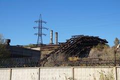 Fabriksterritorium med industriella planskilda korsningar Royaltyfri Fotografi