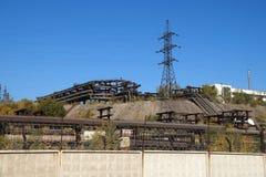 Fabriksterritorium med industriella planskilda korsningar Fotografering för Bildbyråer