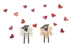 Fabriqué à la main de la technique quilling de papier Jour du `s de Valentine Escroquerie d'amour Image stock