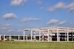 Fabryczna budowa z pracownika przemysłem Zdjęcia Stock