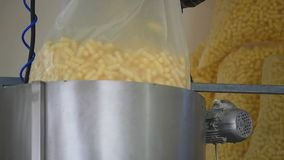 Fabryczna produkcja słodkiej kukurudzy kije zbiory