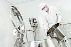 fabryczny farmaceutyczny pracownik Zdjęcie Royalty Free