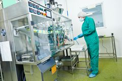 fabryczny farmaceutyczny pracownik Obraz Royalty Free