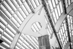 Fabryka, forged stalowa struktura, metalu dach z metali barami i Obraz Royalty Free