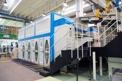 Fabryka - produkcja kartonowi żywność zbiorniki obraz royalty free