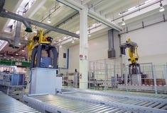 Fabryka - produkcja kartonowi żywność zbiorniki obrazy royalty free