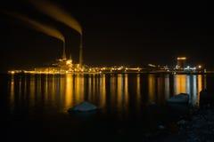 Fabryka przy nocą Fotografia Royalty Free