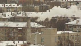 Fabryki dymny wydźwignięcie w niebo wyrzucającego zdjęcie wideo