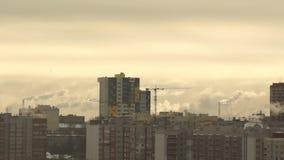Fabryki dymny wydźwignięcie w niebo wyrzucającego zbiory wideo