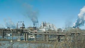 Fabryki i ekologia lotniczego tła błękitny fabryczny zanieczyszczenie zdjęcie wideo