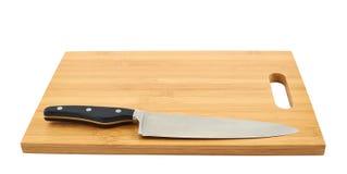 Faca de cozinha de aço na placa de corte Imagens de Stock