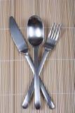 Faca e colher da forquilha no bambu Imagem de Stock