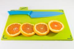 Faca e fatia de laranjas Imagem de Stock Royalty Free