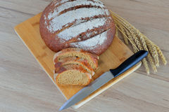 Faca e ponto de pão Fotos de Stock Royalty Free
