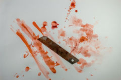 Faca sangrenta com splatter do sangue Foto de Stock Royalty Free