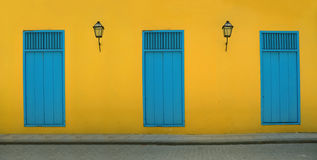 Facada viejo de La Habana imagen de archivo
