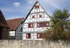 Facade av det gammala huset i FreilandsMuseum Royaltyfria Bilder