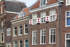 Facade av gammala hus i holländsk stad Fotografering för Bildbyråer