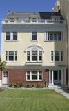 facade för 2 lägenhet Arkivfoto