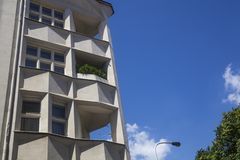 Facade med balkonger arkivbilder