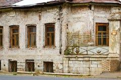 Facaden av det gammala huset Arkivbild