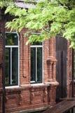 Facaden av det gammala huset Arkivfoto