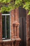Facaden av det gammala huset Arkivbilder