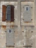 facaden walled fönster Arkivbild