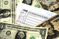 Faccia abbastanza soldi per pagare l'imposta sul reddito Immagine Stock Libera da Diritti