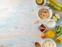 Faccia colazione con le vitamine, copyspace lasciato dal lato Fotografia Stock