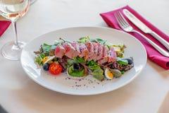 Faccia colazione sulla veranda del ristorante un il giorno di estate luminoso Fotografia Stock
