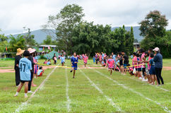 Faccia concorrenza su 100 metri Fotografia Stock