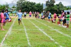 Faccia concorrenza su 100 metri Immagini Stock