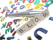 Faccia e progetti il vostro proprio blog inclinato il a sinistra Immagini Stock