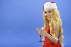 Faccia festa, bevande, il natale, il concetto di natale - donna sorridente nella d rossa Fotografie Stock