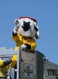Faccia fuoco e salvi la mascotte contro il Ypsilanti, il MI quarto della parata di luglio Fotografia Stock
