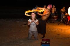 Faccia fuoco il festival contro la spiaggia, le Filippine di manifestazione Fotografia Stock