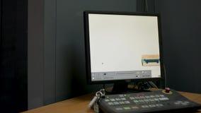 Faccia i raggi x del colpo di schermo nell'aeroporto sul controllo di sicurezza Macchina di ricerca del controllo di sicurezza ae archivi video