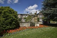 Faccia il giardinaggio alla bella casa di campagna vicino a Leeds West Yorkshire che non è la fiducia nazionale Immagine Stock