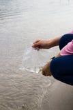 Faccia il merito liberando il pesce Immagine Stock Libera da Diritti