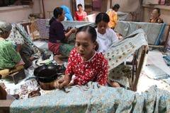 Faccia il panno tradizionale chiamato Batik Fotografia Stock Libera da Diritti