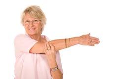 Faccia maturare l'allungamento della signora più anziana Fotografia Stock Libera da Diritti