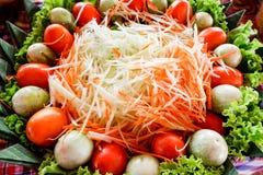 Faccia scorrere la fine della papaia sulla vista superiore per l'ingrediente Fotografia Stock