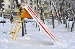Faccia scorrere sul campo da giuoco nell'inverno Fotografia Stock