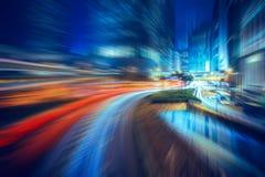 Faccia segno alle scene vaghe di notte della città di Hong Kong per fondo Immagine Stock