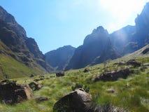 Faccia un'escursione al picco di rinoceronte, il parco nazionale di Drakensberg di uKhahlamba, Sudafrica Immagine Stock