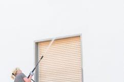 Facciata ad alta pressione di pulizia Fotografia Stock